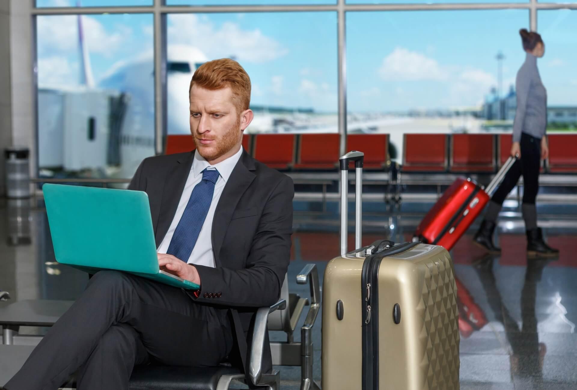 空港 ビジネスマン 出張